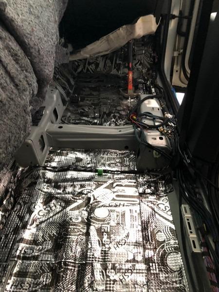 大眾途觀宜春汽車音響改裝STP隔音