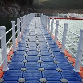 新艺厂家供应塑料浮筒浮箱景观浮桥 水上拦污浮筒 漂浮警示浮球