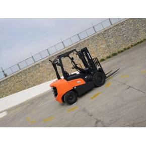 烟台斗山新款北斗3吨柴油叉车/D30NXV带侧移器自动挡叉车价格