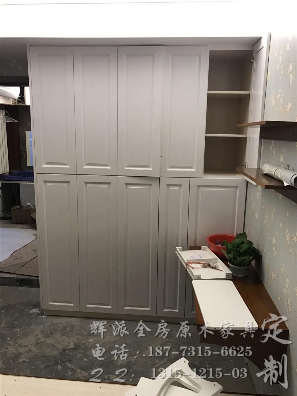 原木日式风格客厅推拉门装修效果图