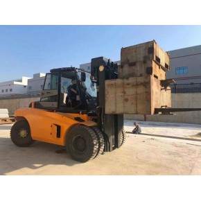 13.5吨叉车参数HNF135三级门架十三吨半叉车自由提升配置